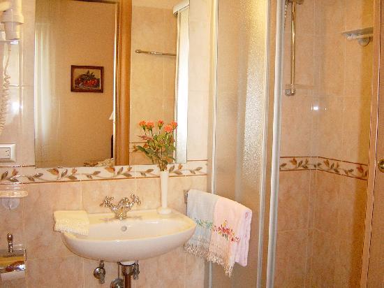 Ottimizzare gli spazi un bagno in camera ristrutturazioni roma edilizia roma - Bagno in camera ...